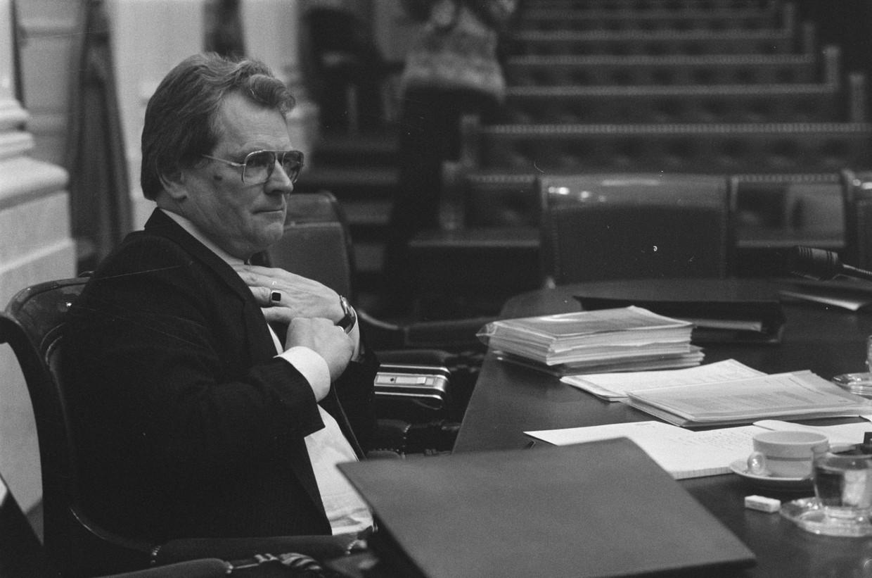 Staatssecretaris Louw de Graaf (CDA) tijdens een debat in de Tweede Kamer in 1986.