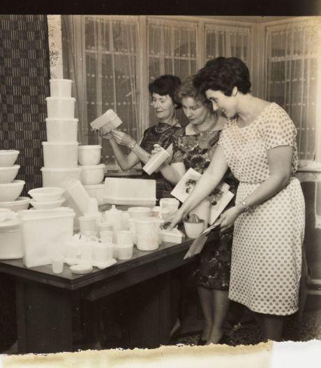 Er was een Tupperwareparty bij ons thuis, mijn moeder had een stuk of tien vriendinnen uitgenodigd en was licht nerveus
