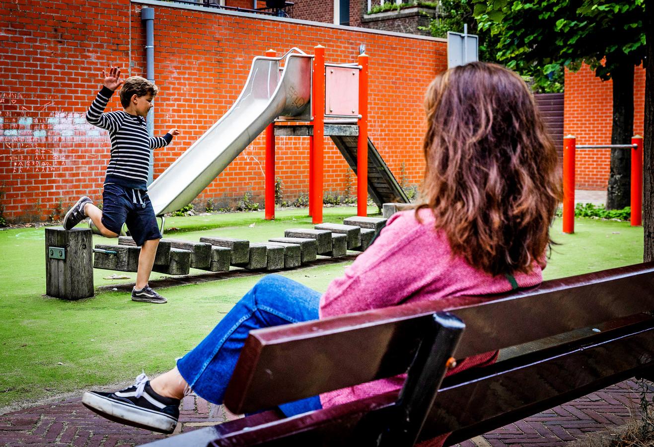 De speeltuin die gesloopt wordt aan de Augustijnenkamp in Dordrecht.