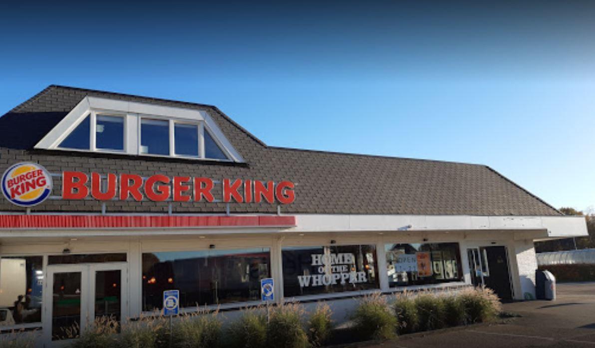 De Burger King bij de A2 bij Bruchem is overvallen.
