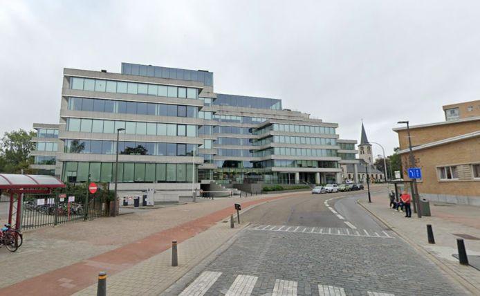 Het district Berchem laat een afbakening plaatsen zodat verkeer vanaf de Grotesteenweg naar de Uitbreidingstraat énkel toegang heeft tot de parking van de kantoorgebouwen in de straat.