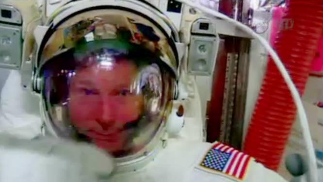 NASA-astronauten weer de ruimte in ondanks lekkende helm