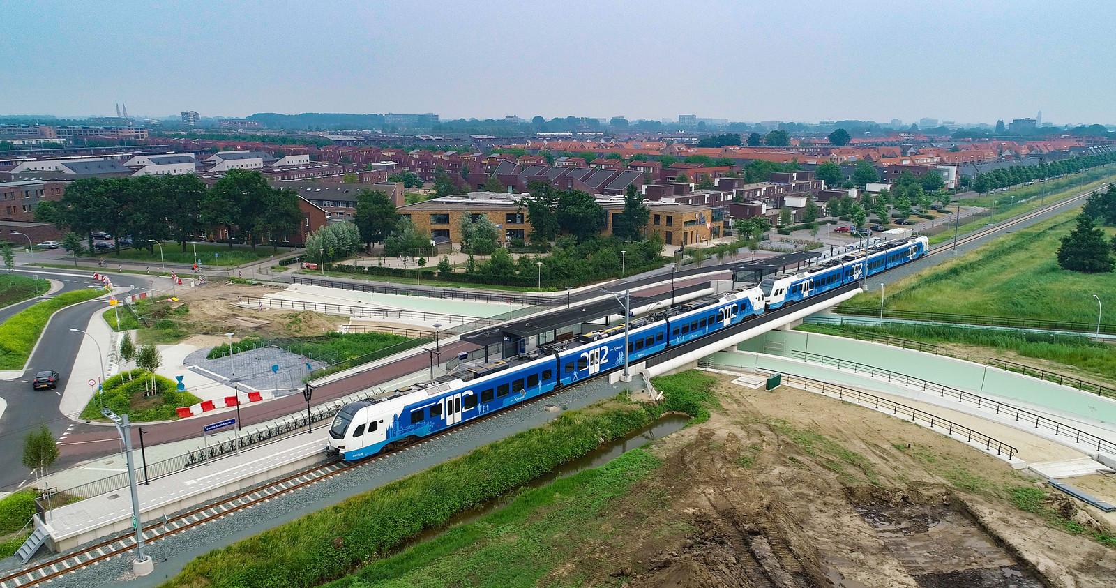 De catastrofe rond het Kamperlijntje is compleet. De spoorverbinding tussen Zwolle en Kampen op stoom krijgen kost enkele jaren en tientallen miljoenen euro's. Foto Freddy Schinkel