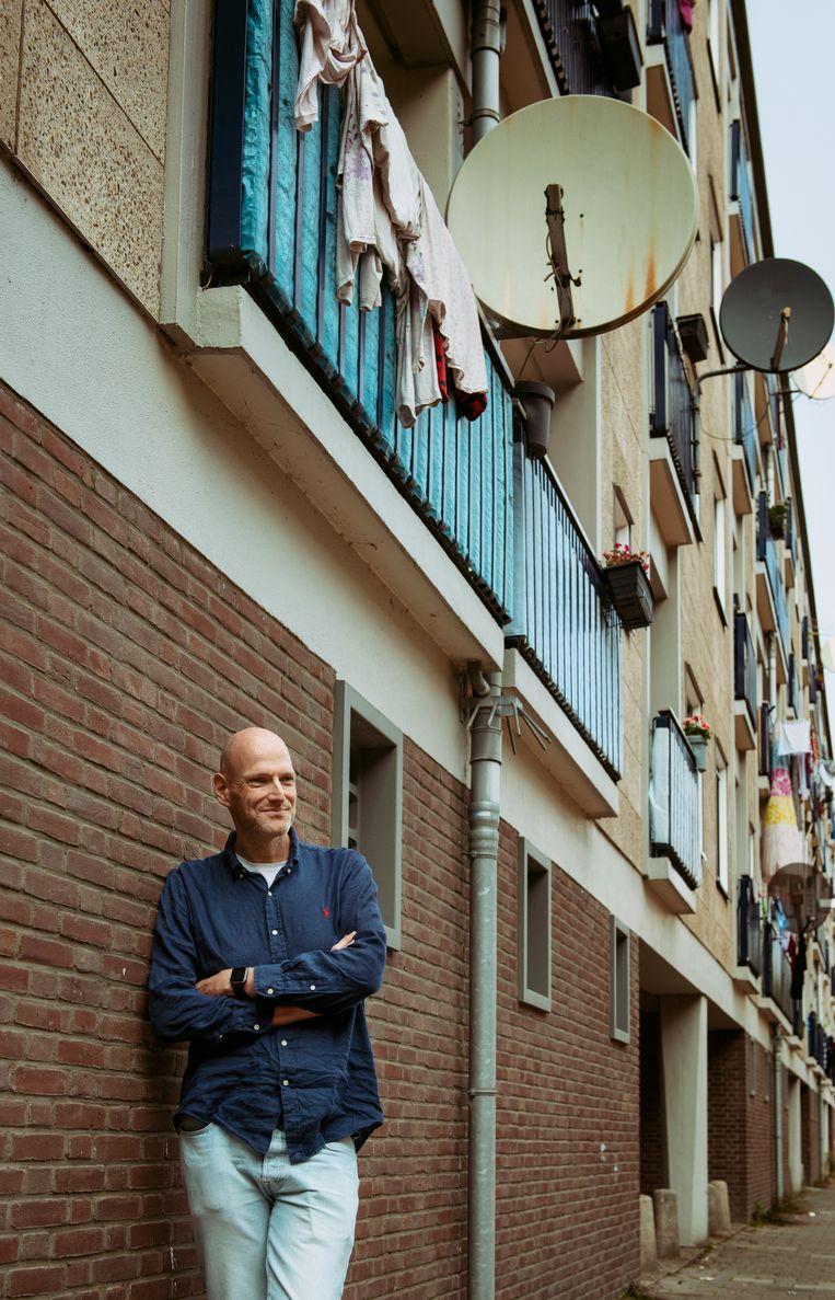 Walter van den Berg:'Gek toch, dat mensen naar zelfhulpboeken grijpen terwijl je daarmee alleen aan de oppervlakte blijft.' Beeld Neeltje de Vries