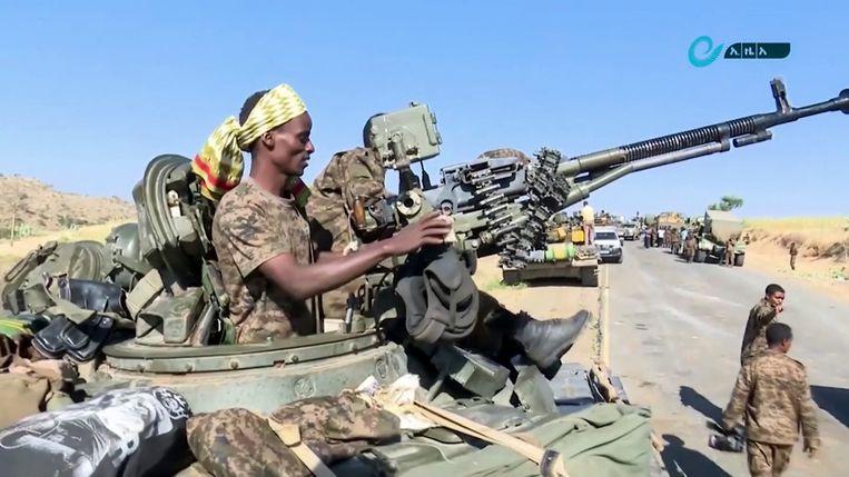 Ethiopische militairen vlakbij de regio Tigray.  Beeld AP