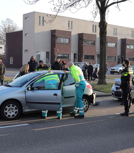 Één lichtgewonde na kop-staartbotsing in Waalwijk