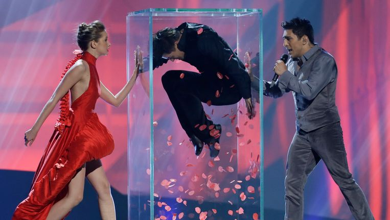 Farid Mammadov (rechts) tijdens een repetitie voor de tweede halve finale van het Eurovisie Songfestival. Beeld AP