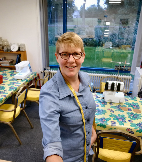Linda opende eerste naaicafé ter wereld en is nu terug in Dordrecht met eigen studio