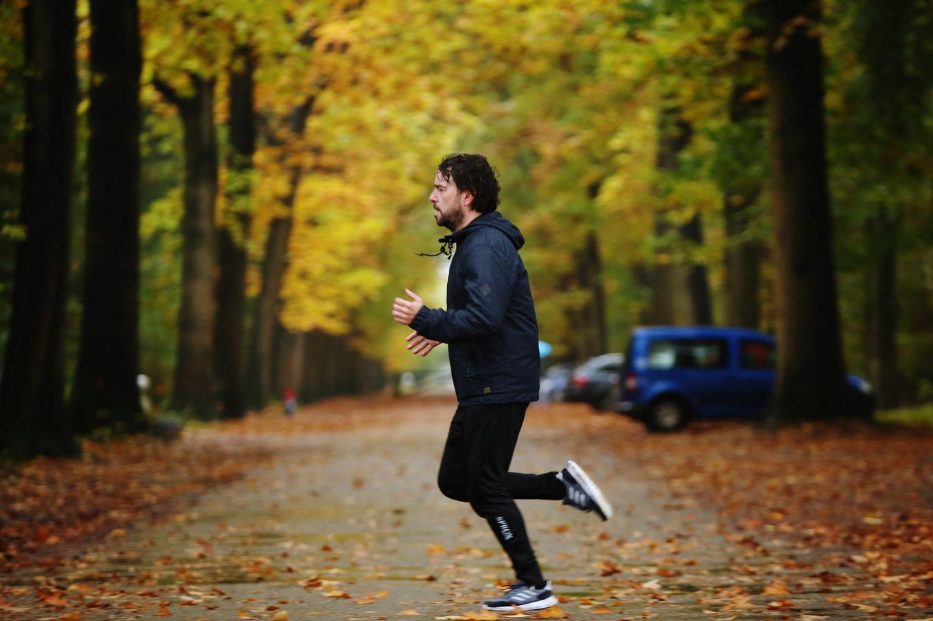 Als Baronie-trainer Jurriaan van Poelje zijn hoofd leeg wil maken, gaat hij een rondje hardlopen in het bos en luistert hij naar reggaemuziek.