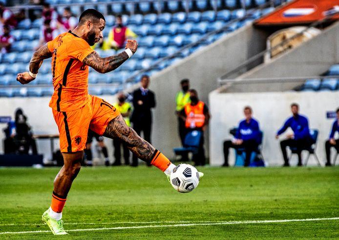 Nederland-Schotland oefenwedstrijd EK 2021 Memphis Depay haalt verwoestend uit voorr de 1-1 Foto ; pim Ras