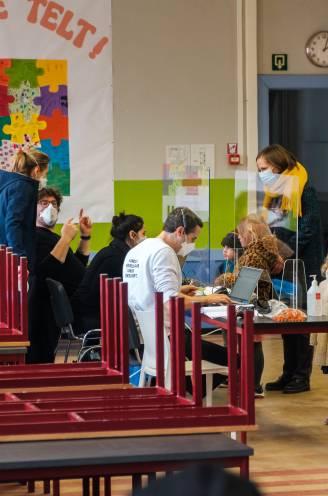 """Meer dan zeshonderd leerlingen en personeelsleden getest in Edegemse school uit vrees voor uitbraak Britse variant: """"Hopelijk zijn we er op tijd bij"""""""