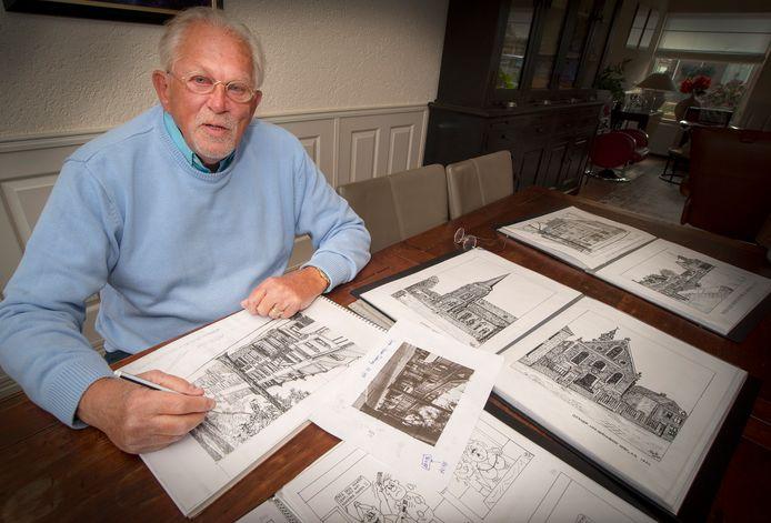 Rob Stevens (77) uit Gennep maakt pentekeningen van oude straten.