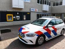 Beroving bij pinautomaat in Alphen, politie maakt jacht op twee verdachten