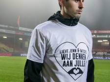 Kippenvel bij eerbetoon aan overleden zoontje Eagles-doelman: 'Lieve Jenn & Mitchel, wij denken aan jullie'