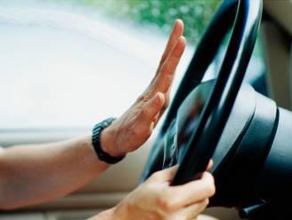Haastige bestuurder krijgt boete nadat hij claxonneert naar anoniem politievoertuig