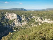 Dans un petit village d'Ardèche, une fillette disparaît: le coupable est-il vraiment celui qu'on croit?