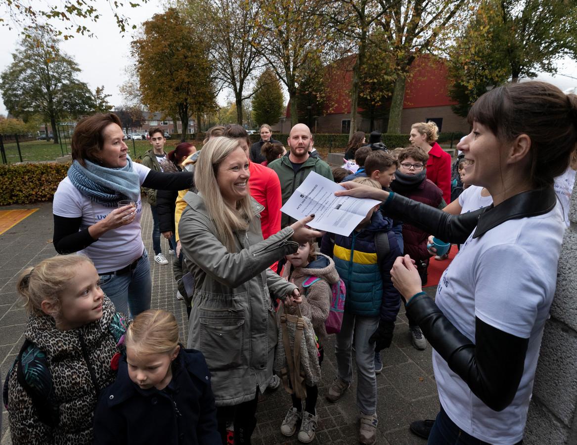 Ouders krijgen een 'akte van bekwaamheid' op 't Schrijverke in Mierlo.
