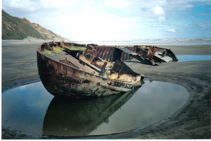 De Askoy II lag jaren te verkommeren in Nieuw-Zeeland.