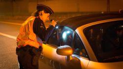 Twee keer betrapt op dronken rijden op één avond én onder invloed van drugs: politie neemt wagen in beslag