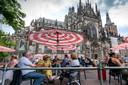Een beeld van hoe het ook kan, afgelopen zomer aan de voet van de Sint-Jan in Den Bosch.