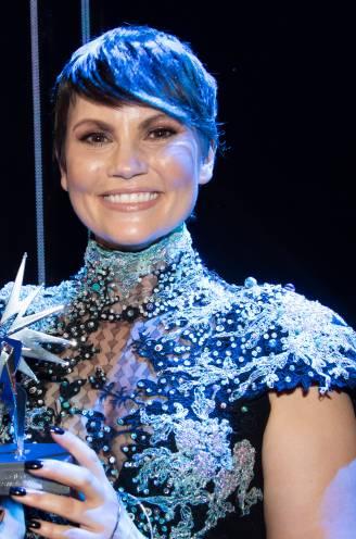 Linda nog steeds overdonderd door Televiziergala, Carolien doet kleding in de ban