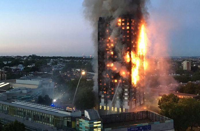 14 juni 2017: de Grenfell Tower staat in lichterlaaie. 71 bewoners komen om, 77 mensen raken gewond.