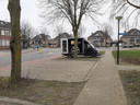 Plek zat op de parkeerplaats aan de Kruizemuntstraat. Maar omwonenden geven aan dat het moment waarop de foto genomen is - dinsdagmorgen omstreeks 10.45 uur - niet representatief is. Met name 's ochtends vroeg staat het er ramvol. De buren willen daarom dat de gemeente hier afziet van een deelautoplek.