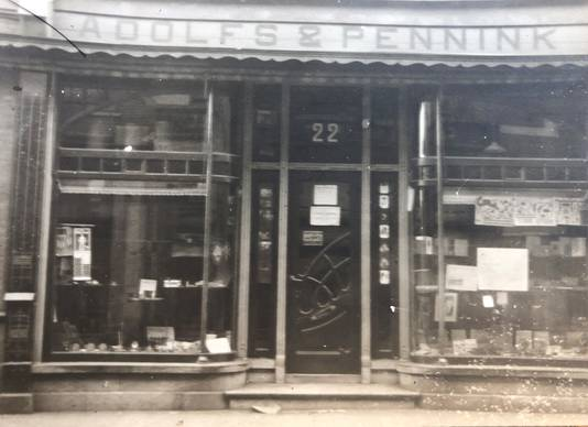 Aan de Korte Haaksbergerstraat zat ooit het winkeltje van drukkerij Adolfs & Pennink