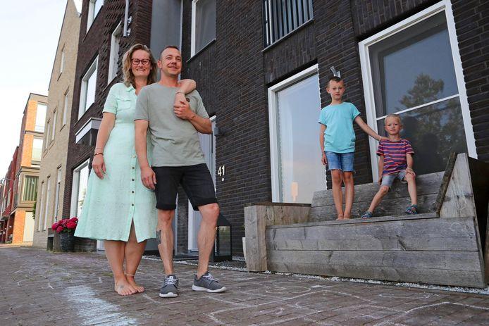 Rein van den Poll en Kimm van Vliet willen met hun kinderen van een eengezinswoning naar een tiny house.