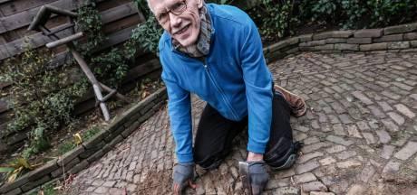 Johan (69) denkt altijd aan zijn vader en grootvader als hij z'n kaphamer gebruikt: 'Ik heb het gevoel dat ze meekijken'