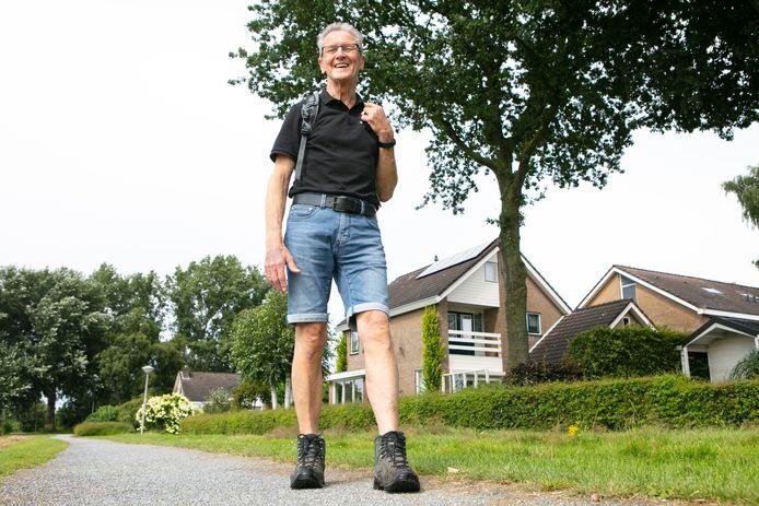 Tinus de Vries (74) uit Dedemsvaart liep in juli liefst 285 kilometer gelopen.