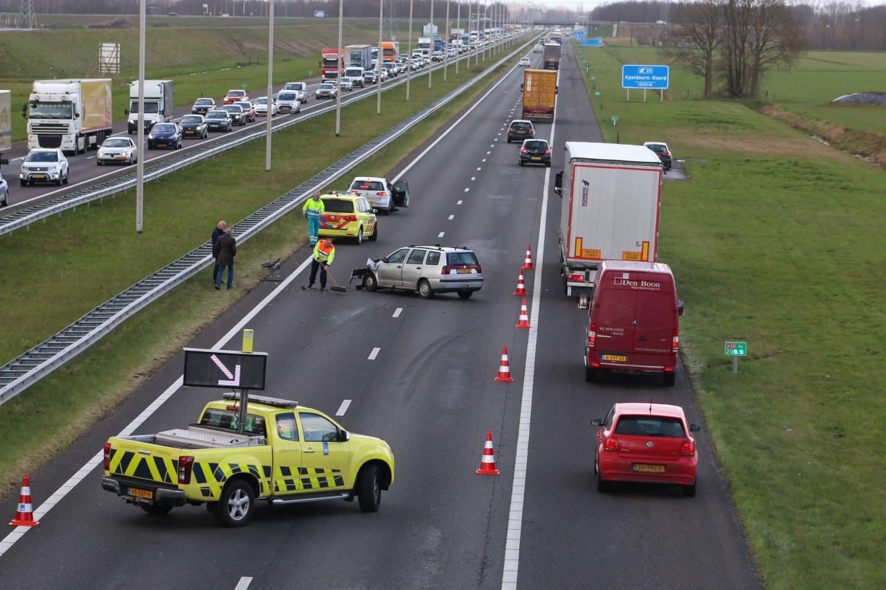 Dagelijks staan er files op de A50. Ook gebeuren er relatief veel ongevallen, zoals hier bij Apeldoorn in 2018.