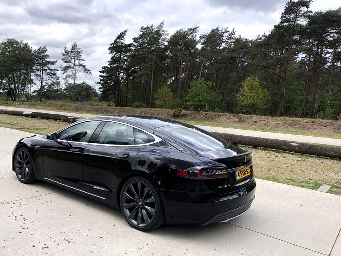 De Tesla Model S uit 2013 oogt dankzij zijn unieke design allerminst als een verouderd model