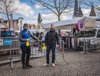 Dit keer geen straalbezopen feesters, maar shoppende oma's: sfeerbeheerders Vlasmarkt gaan nieuwe uitdaging aan