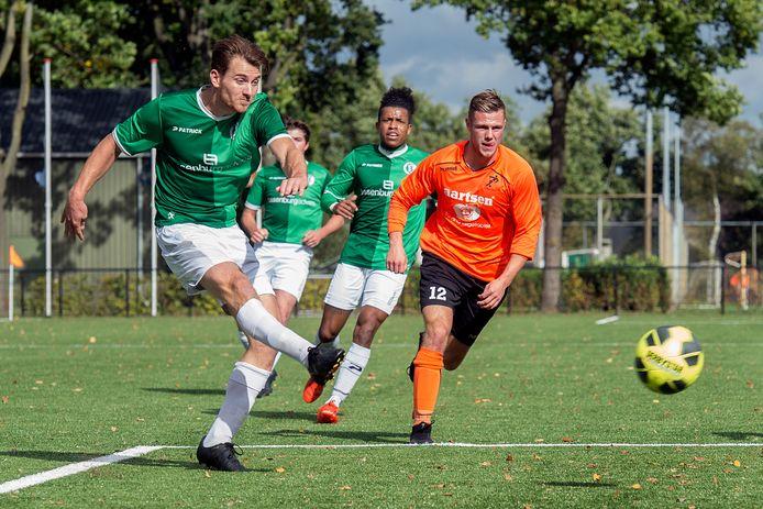 Niek Akkermans (links) scoorde al zes keer voor Bavel.