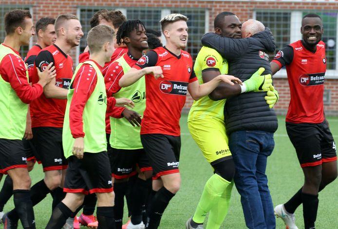Feestvreugde bij Winkel na de kwalificatie tegen Mandel United voor de zestiende finales van de beker.
