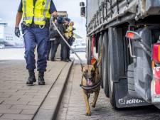 Marechaussee houdt twee mannen aan voor mensensmokkel in Europoort