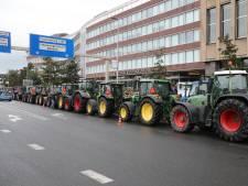 Tientallen boeren protesteren bij Provinciehuis in Den Haag: 'Houd rekening met extra reistijd'