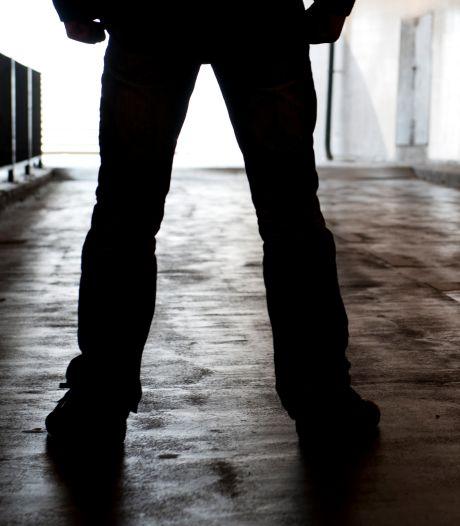 Beroving in Hardenberg: politie zoekt twee verdachten