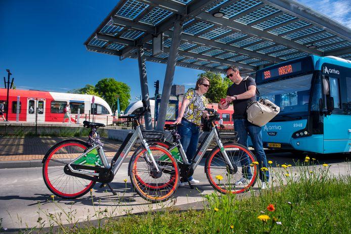 De e-bikes van Gaon op het station in Doetinchem.