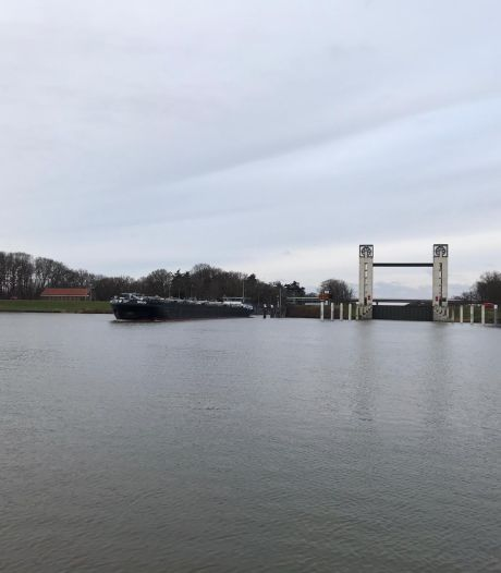 Keersluis in Heumen gesloten vanwege hoogwatergolf in de Maas