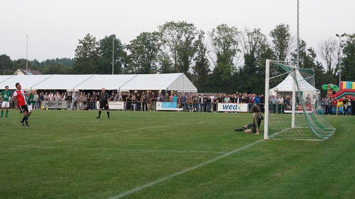 Henk Vos miste aan het eind van de wedstrijd nog een strafschop. Expres.