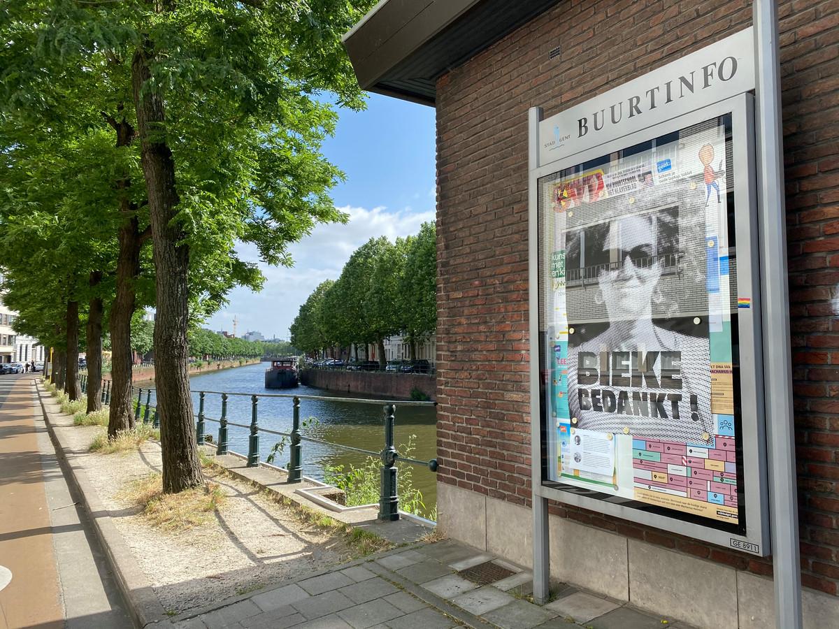 Op de infoborden in de Macharius-Heirnis wijk vind je geen activiteiten of oproepen, maar posters van buurtwerker Bieke.