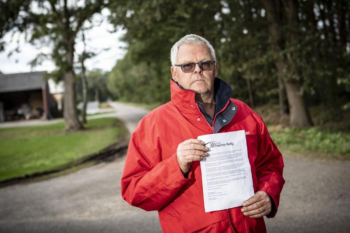 Veehouder Henk ten Elshof snapt niet dat er toestemming wordt gegeven voor een autorally langs een Natura 2000-gebied, terwijl boeren in hetzelfde gebied door milieumaatregelen aan alle kanten klem worden gezet.