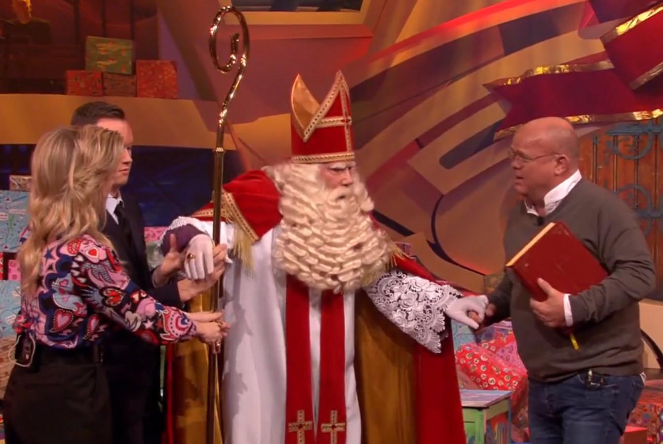 Sinterklaas en Paul zijn goede vrienden.