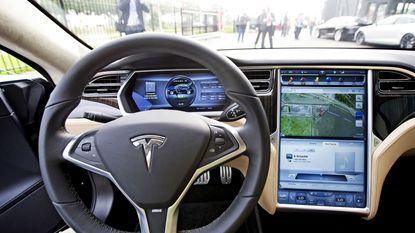 Tesla-bezitters betaalden 8.000 dollar voor volledige zelfrijdende besturing die misschien nooit zal werken