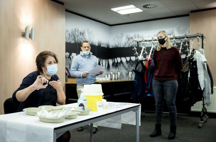 Zo'n duizend medewerkers van de Brabantse ziekenhuizen worden deze week gevaccineerd.
