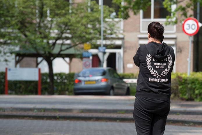 Moeder Nadia moest dinsdag het terrein van Lievenshove aan de Bredaseweg verlaten toen zij haar dochter wilde zien. Haar dochter is 'ontvoerd'zegt zij over haar overplaatsing. Inmiddels is de Juzt-jeugdzorginstelling gesloten nadat de inspectie constateerde dat zowat alles er mis ging.