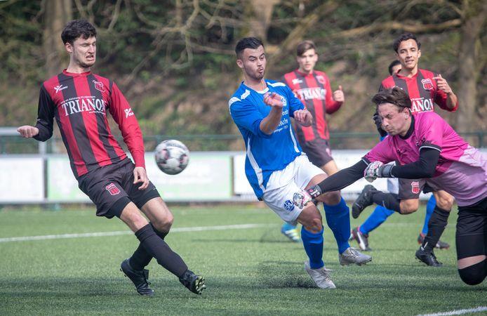 Bart Silvius in het shirt van SKV Wageningen, volgend seizoen speelt hij in het groenwit van Spero.