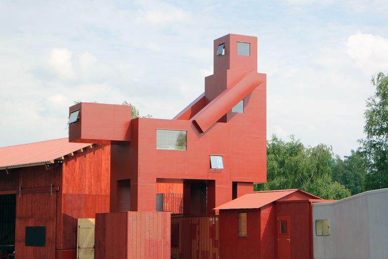 Domestikator van Atelier van Lieshout, hier in Bochum. Een Lego-achtige blokkendoos of twee figuren die het op zijn hondjes doen? Beeld Atelier Van Lieshout
